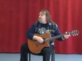 Вадим Голутвин демонстрирует песню